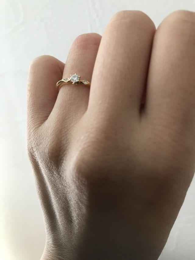 ポルターダの婚約指輪です。