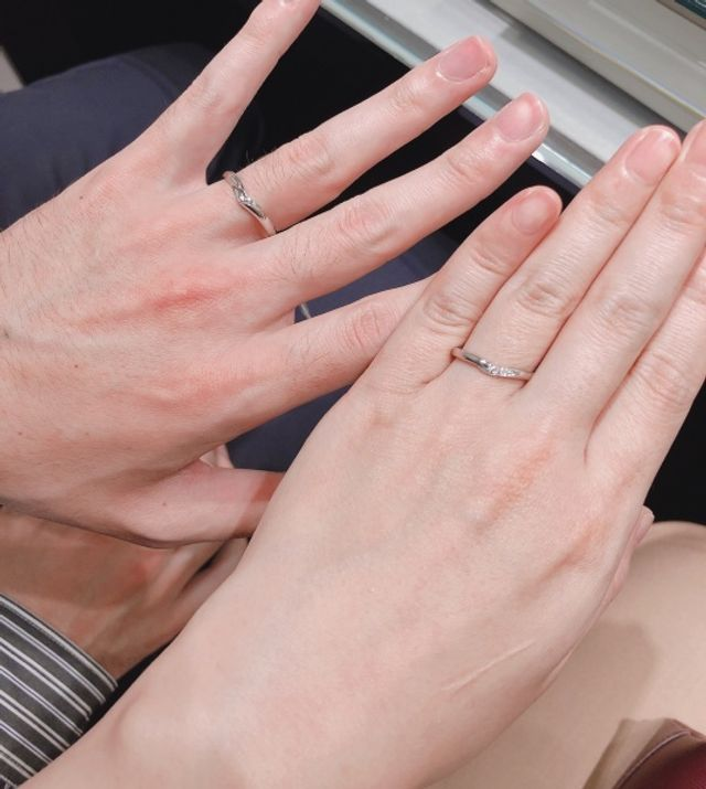 ウェーブの指輪の試着の様子