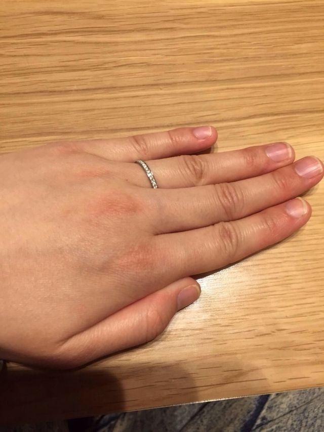 アイプリモの結婚指輪の女性用です。エタニティです。
