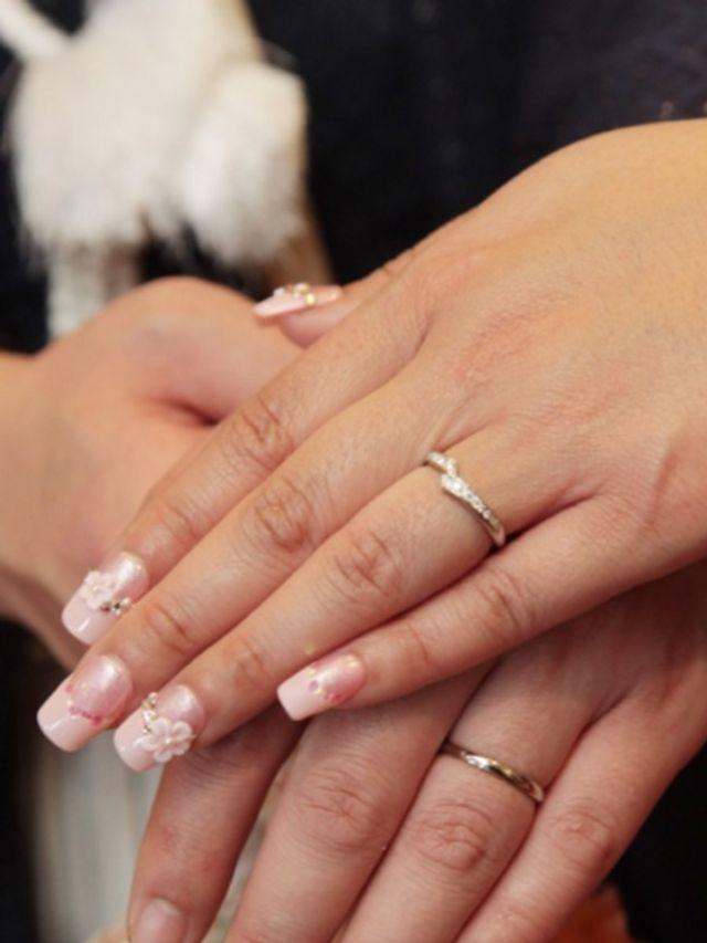 結婚式で撮った一枚。キラキラと輝く指輪に、ただただ感動。