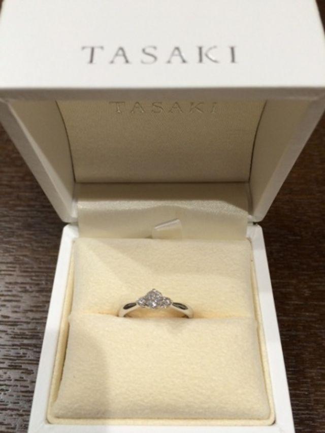 梅田大丸百貨店で購入したTASAKIの婚約指輪です。
