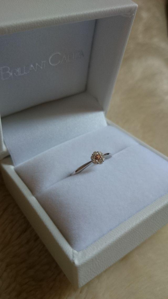 中心にはピンクダイア!シンプルですが可愛らしい指輪です!