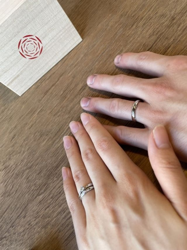 指輪をつけた時の写真です。