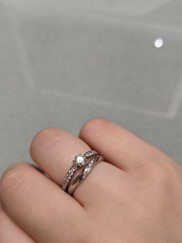 真ん中にダイヤモンドがついているデザイン