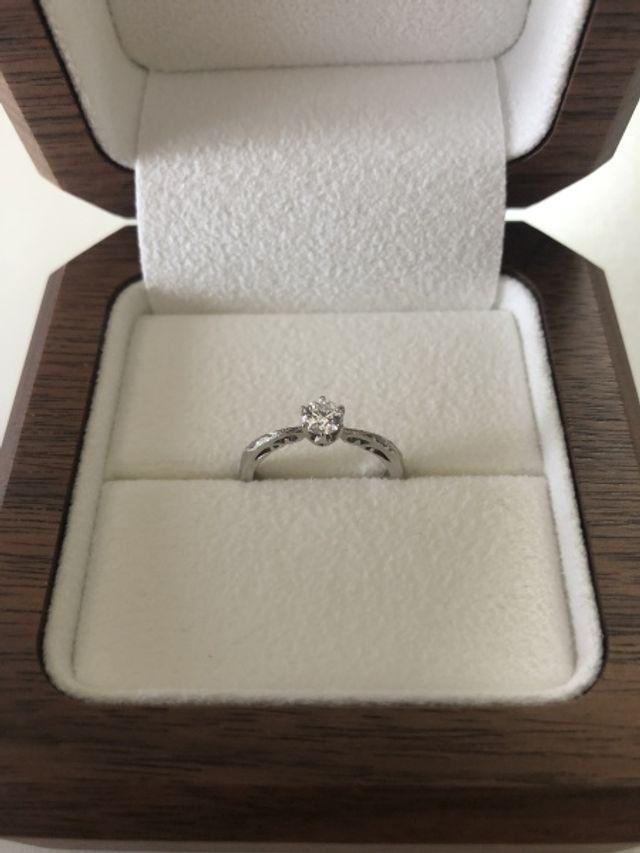 ボックス、指輪のみの写真です。