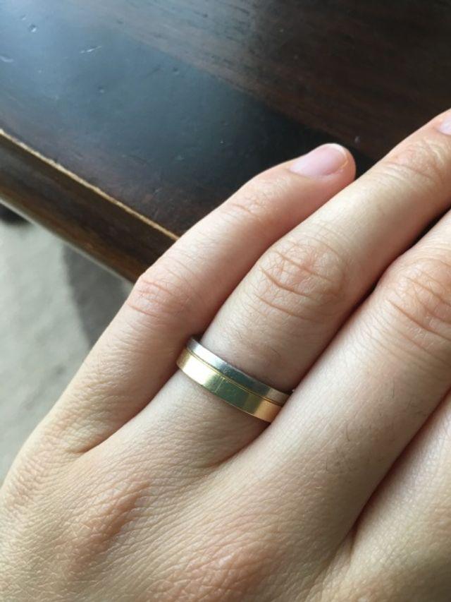 夫とお揃いの結婚指輪です。