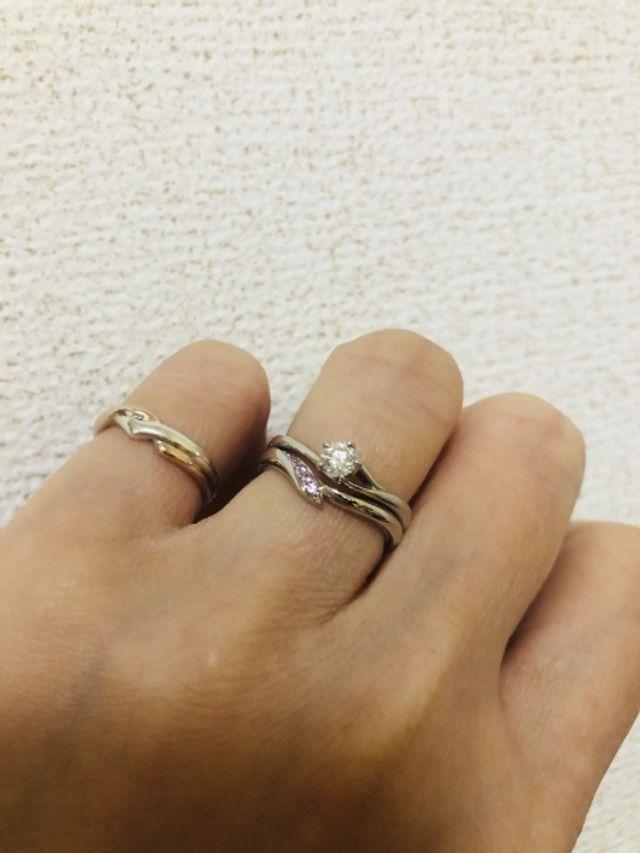 結婚指輪と婚約指輪です。 馴染みが良い。