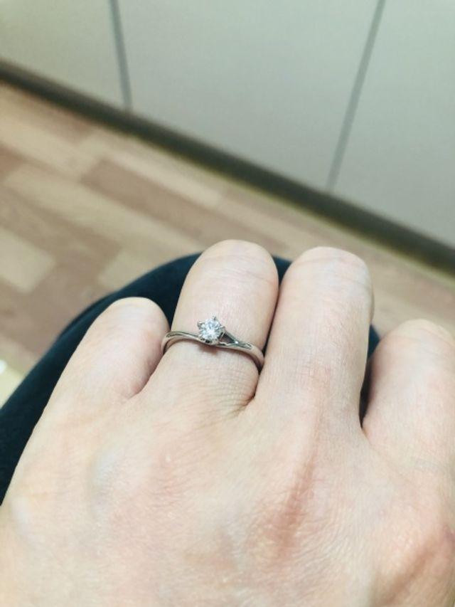 婚約指輪。 ダイヤのランクをわりといいのにしました。
