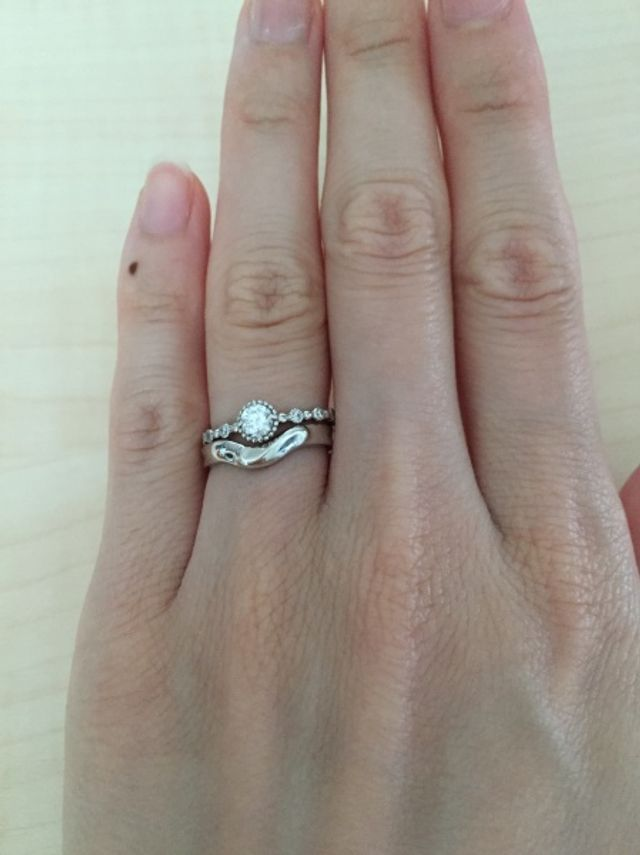 結婚指輪と重ね付け。