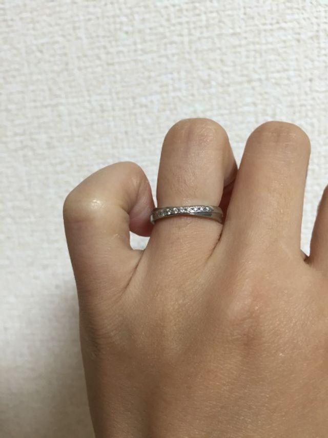 結婚指輪正面、装着時