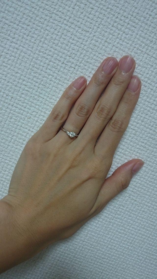 派手すぎず、日常でも付けられるような指輪にしました。