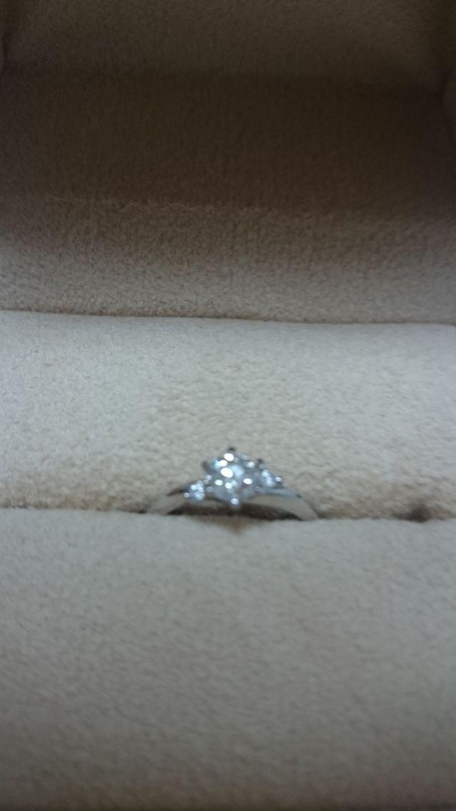 大きいダイヤを小さいダイヤで囲む形が気に入りました。