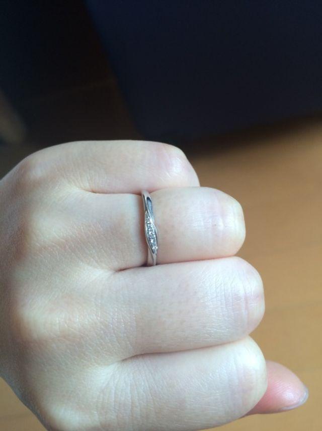 小さめのダイヤが並んだリング
