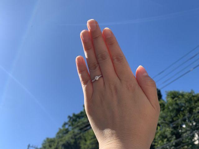 ウェーブデザインで指が綺麗に見えます。