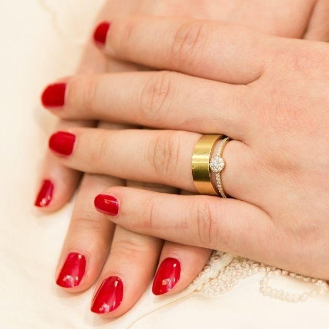 ゴールドは婚約指輪との相性もぴったり