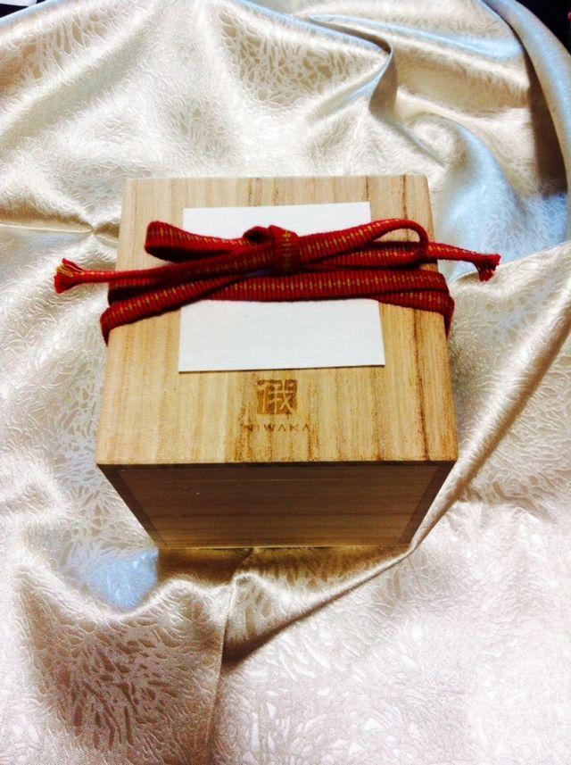指輪はもちろん、外箱もオシャレで木箱に入っています。