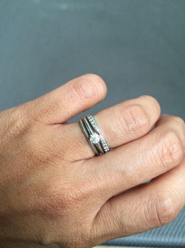 上から10年目結婚指輪、婚約指輪、結婚指輪、全てティファニー