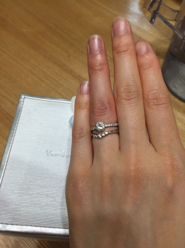 結婚指輪との重ね付け。