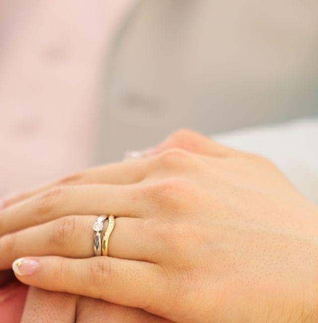 結婚指輪と重ねつけしています