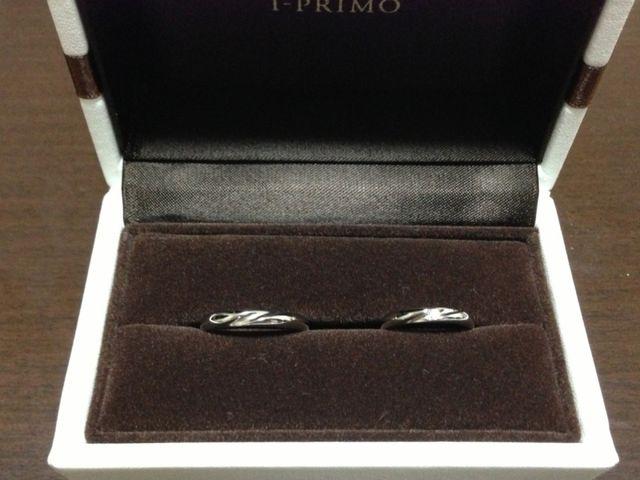 おしゃれで高級感のあるお箱に入った結婚指輪