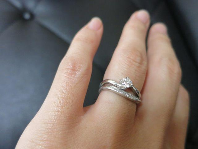 結婚指輪と重ね付けしています