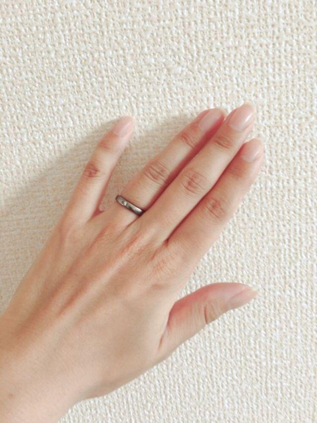 シンプルなデザインで女性用のみにダイヤが入っています。