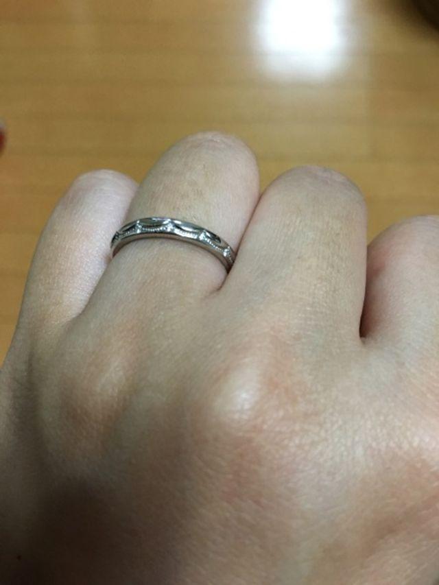 一目惚れでした。婚約指輪とセットで購入しました!
