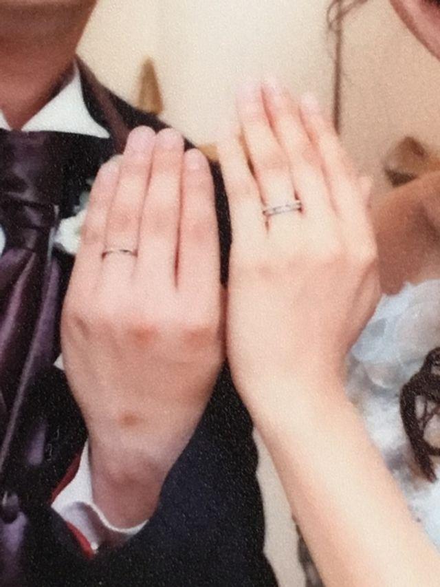 結婚式では、婚約指輪と重ね付けをしてこのように使用しました。