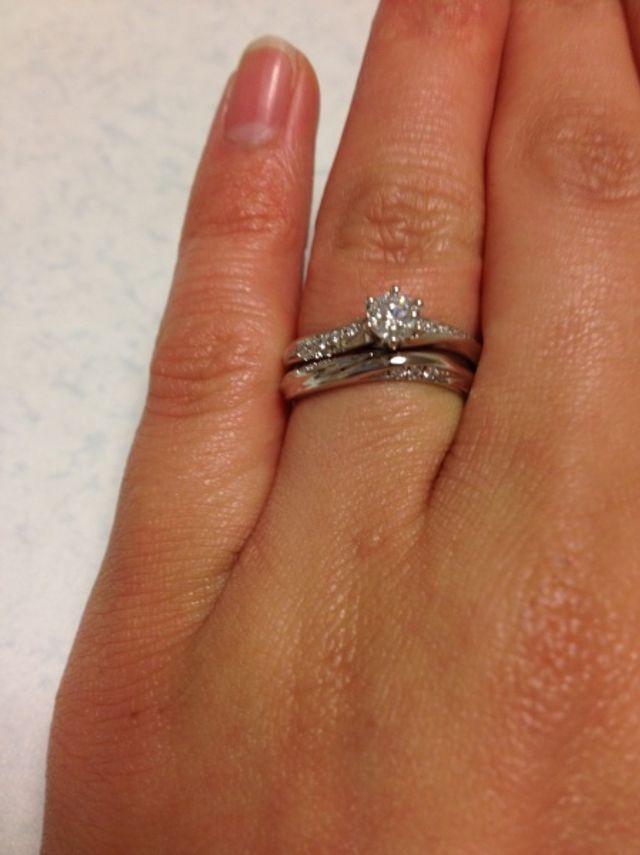 結婚指輪と重ねづけもできます。