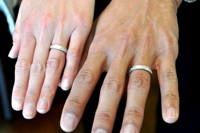 夫婦そろった指輪写真