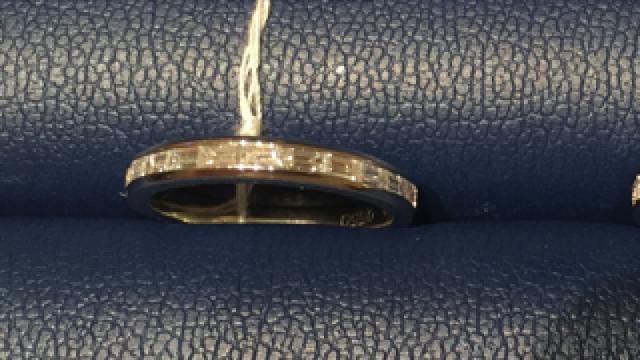 ダイヤモンドシライシのバゲットカットハーフエタニティ