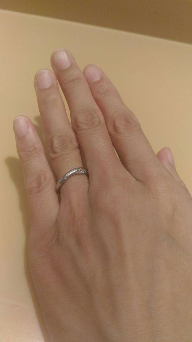 ダイヤがついていますが悪目立ちせず大人っぽい仕上がりです。