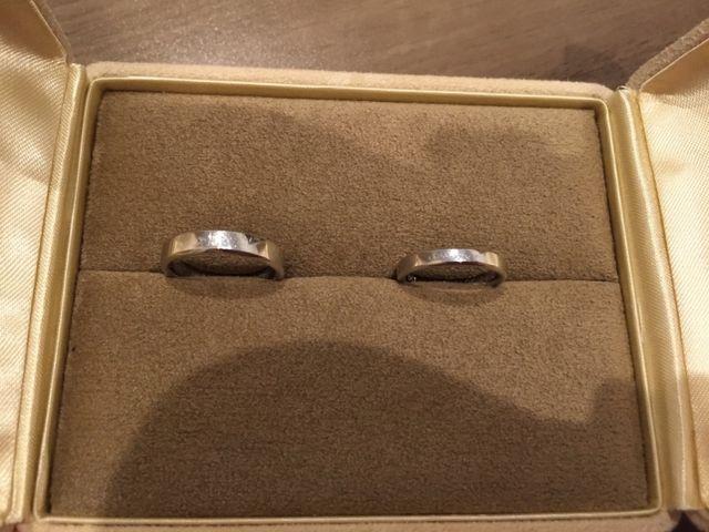 シンプルな結婚指輪です。