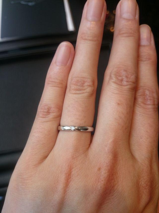リングの細さ、ダイヤの大きさも控えめでバランスが良かった。