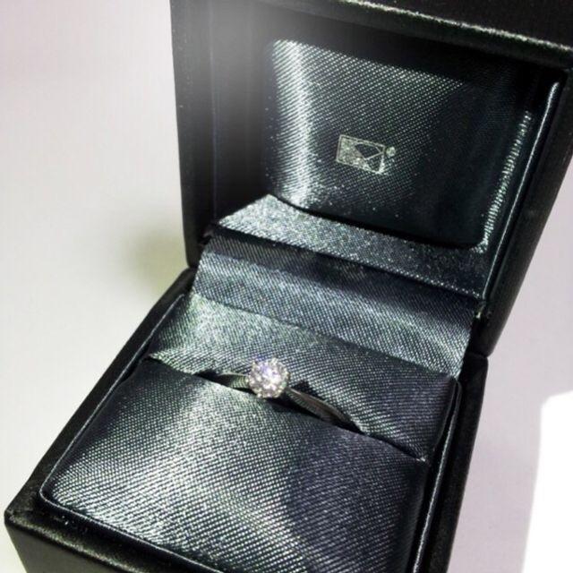 婚約指輪とケース