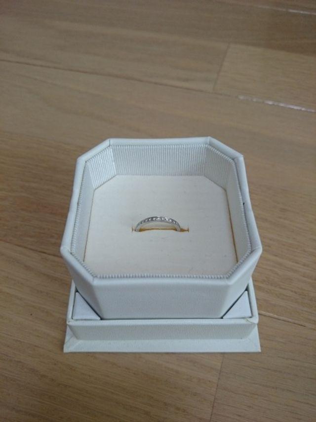 結婚指輪と重ねつけできます
