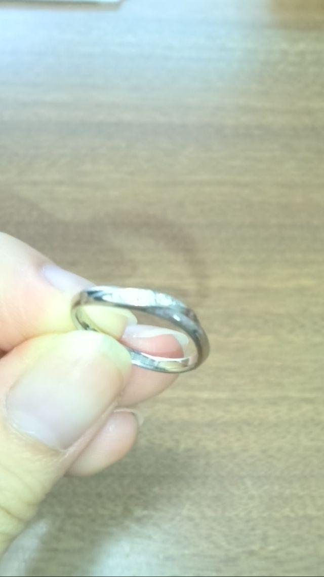 ウェーブしているので指が細く綺麗に見えます。