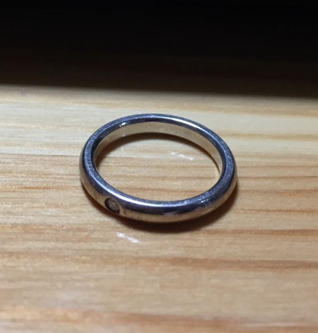 Tiffany & Co.のリング。ダイヤ1個。