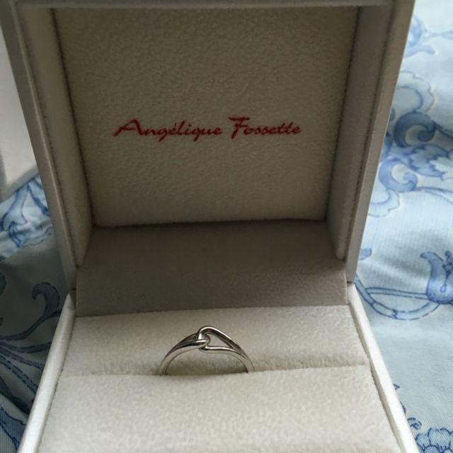 女性用の指輪です。