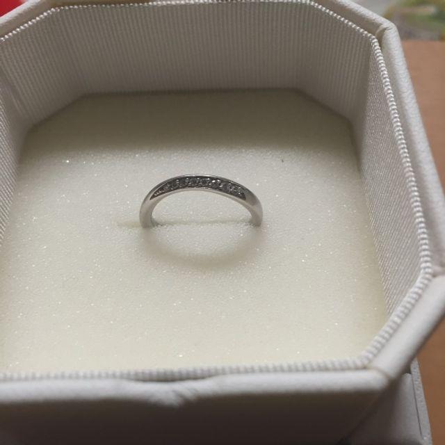 ダイヤを内側に向けたもの。