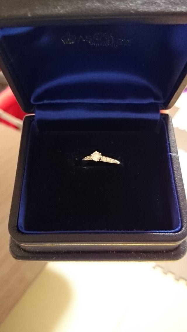 婚約指輪(箱に収納)