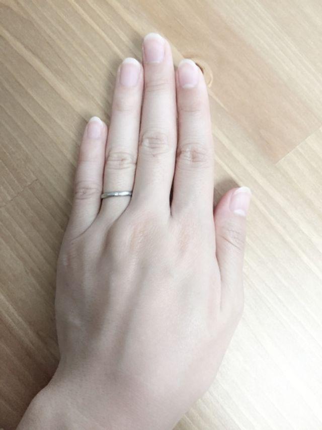 華奢でシンプルな指輪です