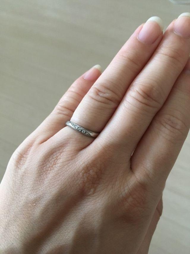 ウェーブ形の指輪なので指長効果があるそうです。