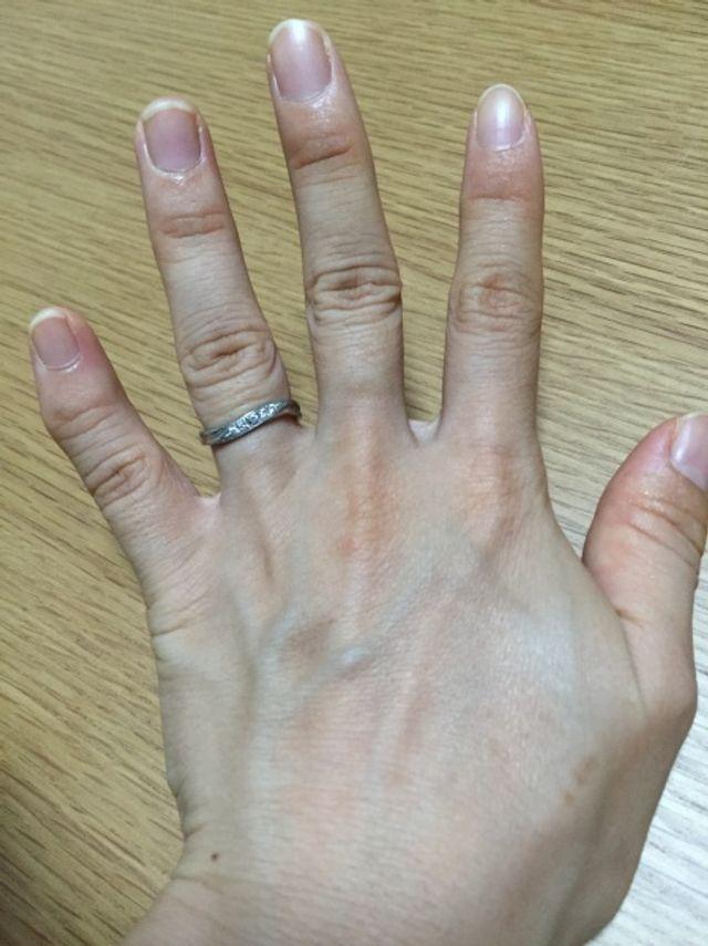 ウェーブの形なので指にしっくりきます