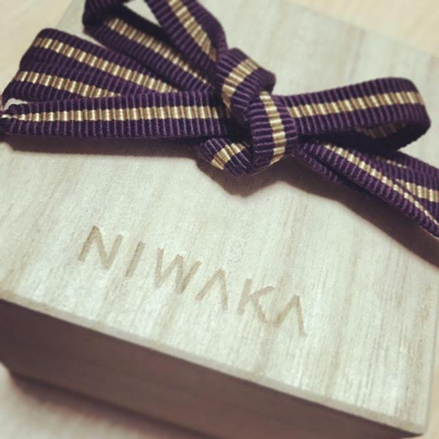木箱に入れて保管します。紐は切れにくいものです。