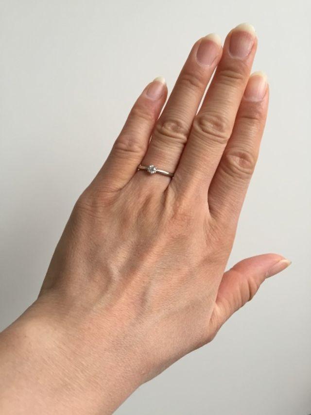 ひとつぶダイヤのシンプルな指輪です。