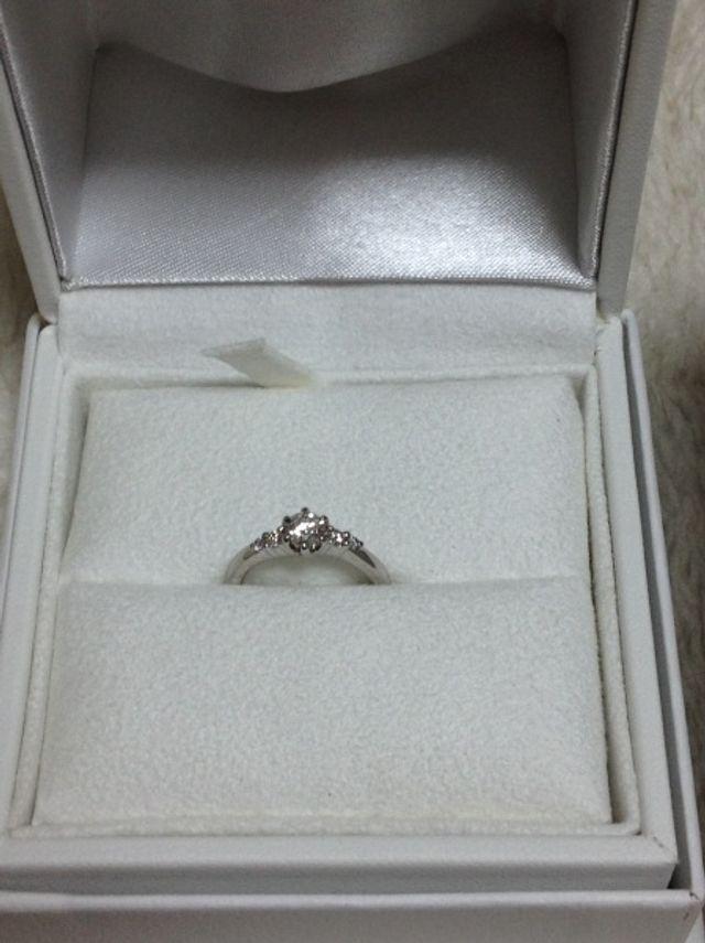 婚約指輪です