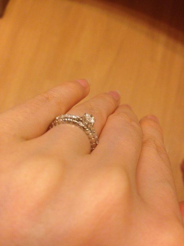 結婚指輪と重ね付けも素敵