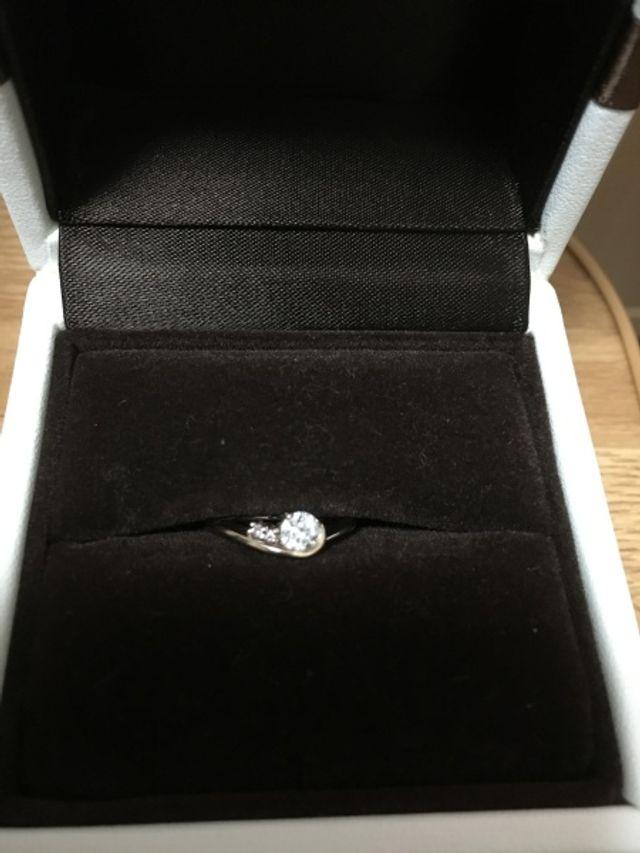 ダイアモンドとピンクダイアモンドをあしらった婚約指輪