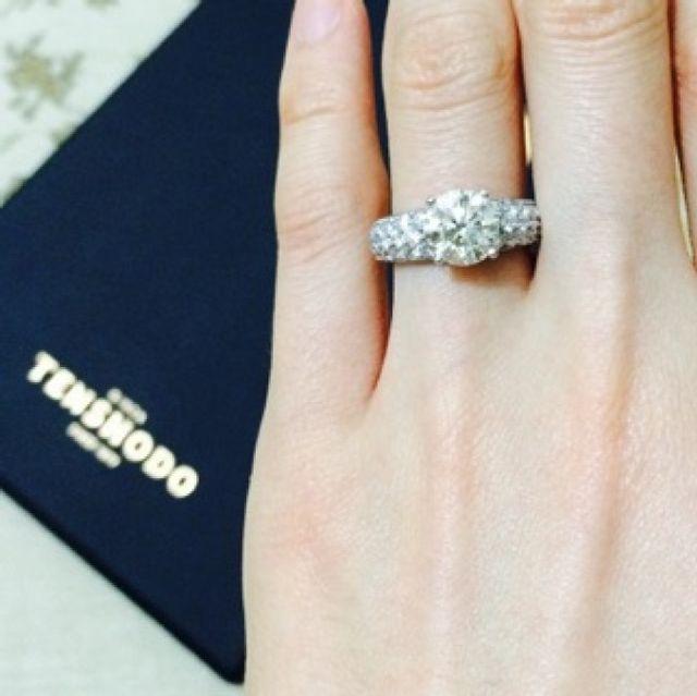 天賞堂の鑑別書と婚約指輪着用